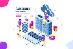 Stanza isometrica di protezione dei dati, dell'ingegnere informatico, del centro dati e del server, nuvola che computa, la gente  illustrazione di stock