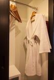 stanza moderna di lusso vivente Stile moderno nell'hotel Rilassi la stanza della gente quando lasciare nell'hotel Fotografia Stock
