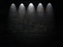 Stanza scura con i riflettori Fotografia Stock Libera da Diritti