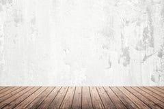 Stanza vuota della parete di lerciume e del pavimento di legno Fotografia Stock
