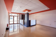 Stanza vuota interno corridoio di ricezione in costruzione moderna Fotografie Stock