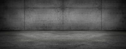 Stanza vuota panoramica scura del muro di cemento con il pavimento immagine stock