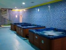 Stanze da bagno con gidromasazhem Fotografie Stock Libere da Diritti