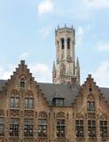 Stap-geveltoppen in Brugge Stock Foto