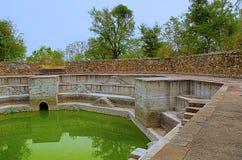 Stap goed, in Jami Masjid Mosque, Unesco wordt de gevestigd beschermde het Archeologische Park van Champaner - van Pavagadh, Guja Royalty-vrije Stock Afbeelding