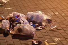 Stapel Abfalldes kunststoffschwarzabfalls viele Lizenzfreie Stockfotos