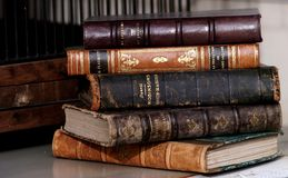 Stapel alte Bücher Stockfotos