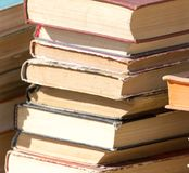 Stapel alte Bücher als Hintergrund Lizenzfreie Stockbilder