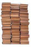 Stapel alte Bücher auf weißem Hintergrund Stockfotos