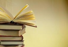 Stapel alte Bücher, copyspace für Ihren Text Stockfotografie
