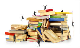 Stapel alte Bücher getrennt Lizenzfreie Stockfotografie