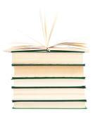 Stapel alte Bücher getrennt auf Weiß Stockbilder