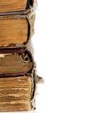 Stapel alte Bücher lokalisiert auf einem weißen Hintergrund Stockfoto