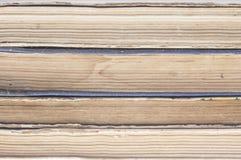 Stapel alte Bücher lokalisiert auf weißem Hintergrund Lizenzfreie Stockbilder
