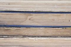 Stapel alte Bücher lokalisiert auf weißem Hintergrund Lizenzfreies Stockfoto