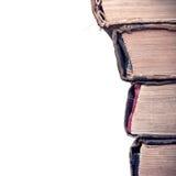 Stapel alte Bücher lokalisiert auf weißem Hintergrund Stockfoto