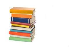 Stapel alte Bücher lokalisiert auf white Stockbild