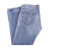 Stapel alte Blue Jeans lokalisiert auf Weiß Lizenzfreie Stockfotografie