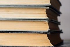 Stapel alte und benutzte Bücher Lizenzfreies Stockbild