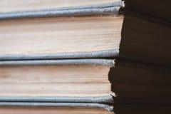 Stapel alte und benutzte Bücher Stockfotos