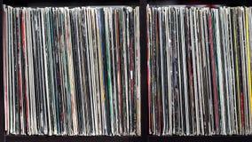 Stapel alte Vinylaufzeichnungen Stockbilder