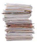 Stapel alte Zeitschriften auf einem Weiß Stockbilder