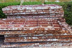 Stapel alter brauner Eisenrost für Bau lizenzfreies stockfoto