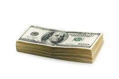 Stapel Amerikaanse dollars die op wit worden geïsoleerds stock foto