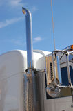 Stapel auf halb LKW lizenzfreies stockfoto