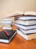 Stapel av böcker royaltyfri foto