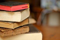 Stapel av gammala böcker Fotografering för Bildbyråer