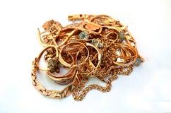 Stapel av guldsmycken Royaltyfri Fotografi