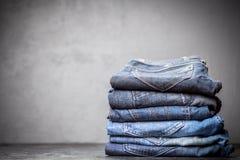 Stapel av jeans arkivfoto