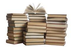 Stapel Bücher getrennt auf weißem Hintergrund getrennte alte Bücher Zurück zu Schule Lizenzfreie Stockfotos