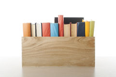 Stapel Bücher getrennt auf weißem Hintergrund getrennte alte Bücher Zurück zu Schule Lizenzfreies Stockbild