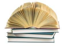Stapel Bücher lokalisiert auf dem Weiß Lizenzfreie Stockbilder