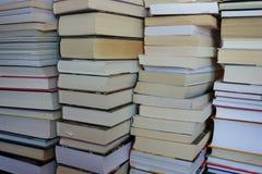 Stapel Bücher, Nahaufnahme für Hintergrund stockbild
