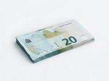 Stapel bankbiljetten met een waarde van 20 die Euro op een witte achtergrond wordt geïsoleerd Stock Foto