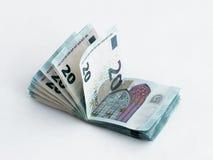 Stapel bankbiljetten met een waarde van 20 die Euro op een witte achtergrond wordt geïsoleerd Royalty-vrije Stock Foto's