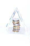 Stapel behandelde muntstukken banknot Stock Afbeeldingen