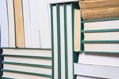 Stapel benutzte alte Bücher Stockfotos