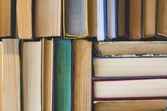 Stapel benutzte alte Bücher, Draufsicht Stockfotos
