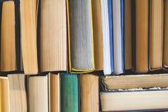 Stapel benutzte alte Bücher, Draufsicht Stockbild
