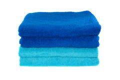 Stapel Blau und Türkis farbige Tücher. Lizenzfreie Stockfotos