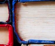Stapel boek met harde kaftboeken, close-up Terug naar School De ruimte van het exemplaar Stock Foto