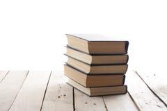 Stapel boeken die op witte achtergrond worden geïsoleerdr Het concept van het onderwijs Terug naar School Royalty-vrije Stock Afbeeldingen