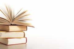 Stapel Boeken op witte achtergrond Het concept van het onderwijs Terug naar School Royalty-vrije Stock Foto