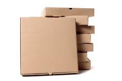 Stapel bruine pizzadozen met vertoningsdoos Stock Fotografie