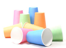 Stapel buntes aufbereitendes Papierglas auf weißem Hintergrund Lizenzfreie Stockfotografie