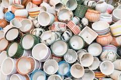 Stapel Ceramische Vazen en Ceramische Bloempotten royalty-vrije stock afbeeldingen